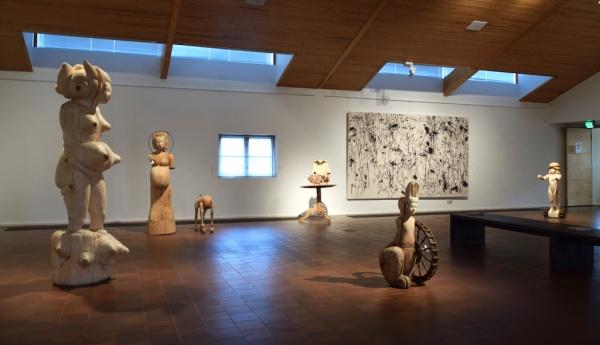 Mia HAMARI: Sculpture, NAKATSUGAWA Hiroaki: Painting