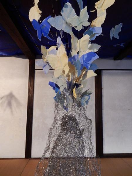 丸山 芳子 Maruyama Yoshiko サナギから飛び立つ蝶に東北の人々を重ねて